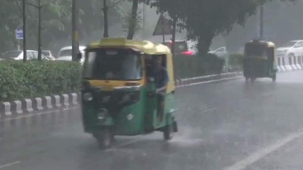Heavy showers lash Delhi and adjoining areas of NCR
