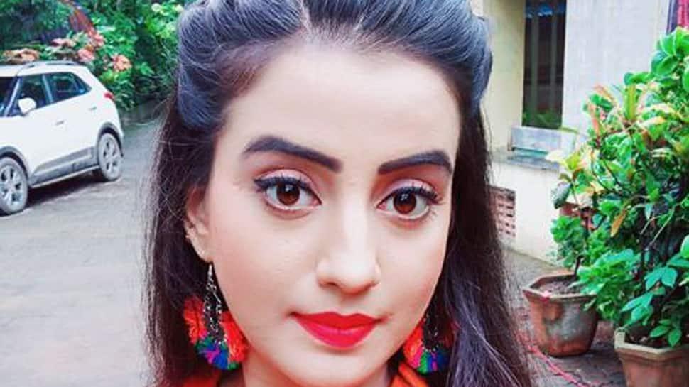 Akshara Singh's colourful selfies will give you major weekend feels-See inside