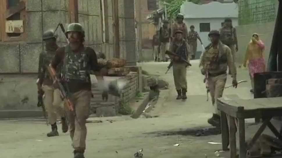 Policeman martyred in encounter with terrorists in J&K's Batamaloo