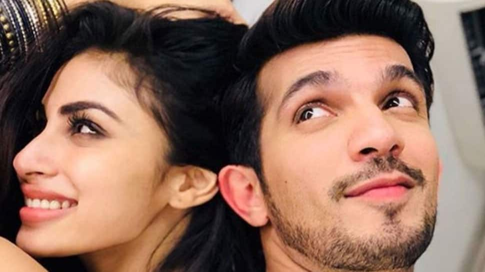 'Naagin' couple Arjun Bijlani and Mouni Roy's sizzling chemistry sets the stage on fire - Watch