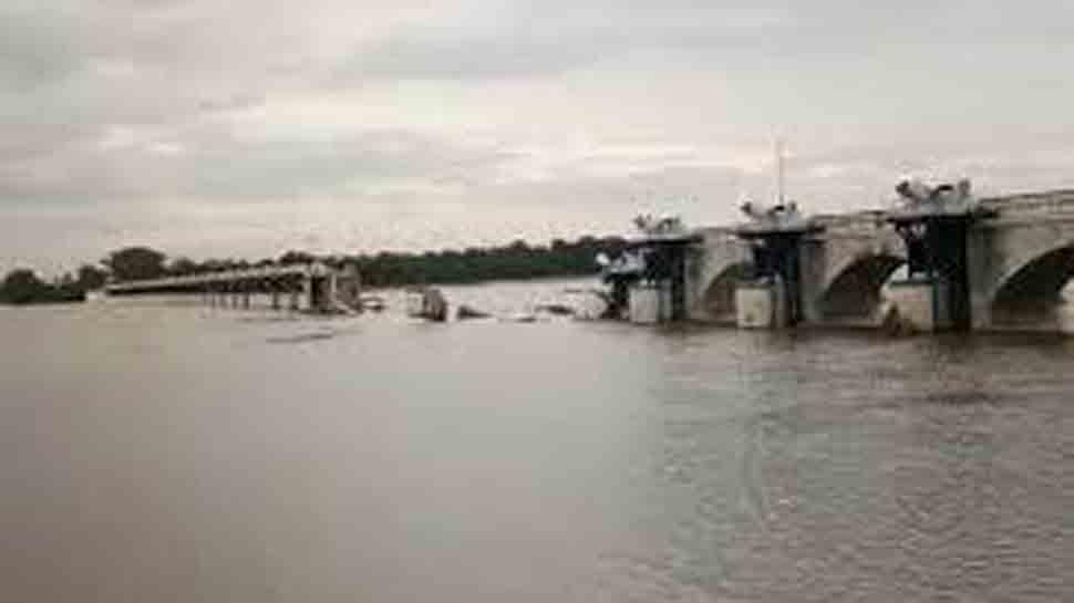 Part of Coleroon regulator dam washed away due to heavy flow of water in Tamil Nadu
