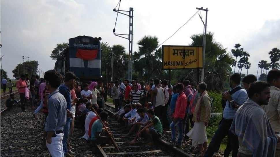 Bharat Bandh against SC/ST Act Amendment: Protesters burn tyres, stop trains in Bihar's Arrah, Patna, Darbhanga, Munger