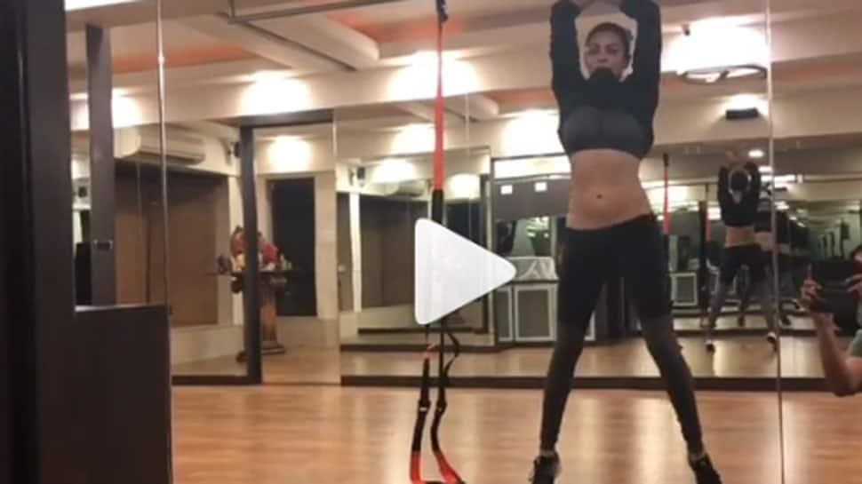 Sushmita Sen recreates her Dilbar moment, showcases her belly dancing skills - Watch