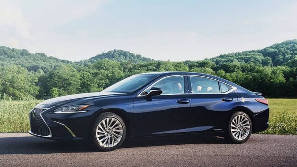 Lexus Electric Car >> Lexus Launches New Generation Es 300h Hybrid Electric Car In
