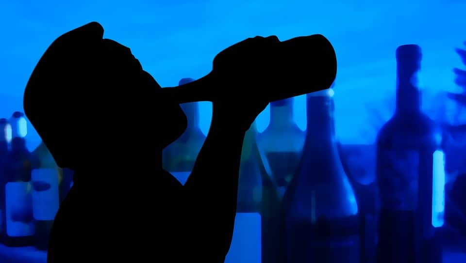 How binge drinking affects male, female brains?