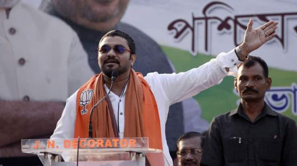 Babul Supriyo shown black flags in Asansol