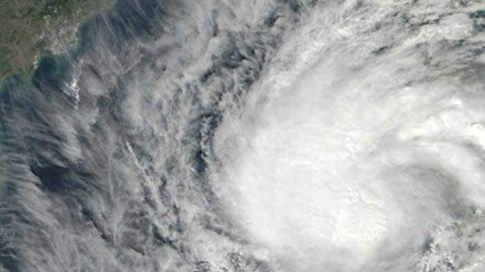 Cyclonic storm to hit Odisha, Andhra in a few hours: IMD warning
