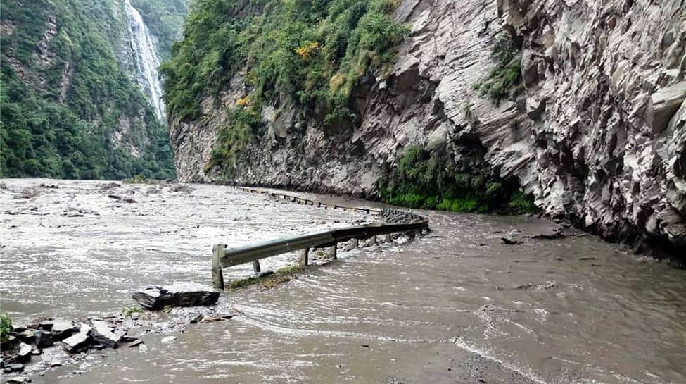 Himachal Pradesh: Heavy rains & flash flood trigger landslides; alert issued