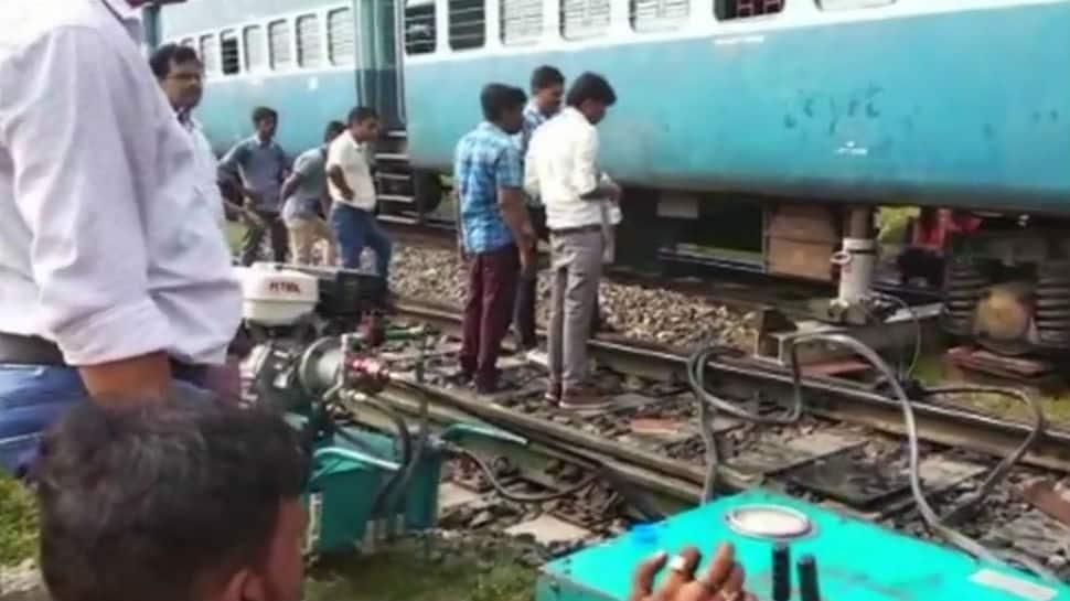 Three coaches of Darbhanga-Kolkata Express derail