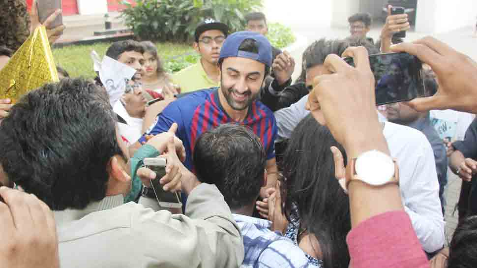 Ranbir Kapoor celebrates his 36 birthday with his fans at his residence — Pics inside