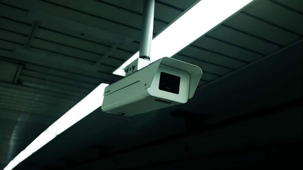 Pakistani bureaucrat steals wallet of Kuwaiti delegate, act gets caught on CCTV