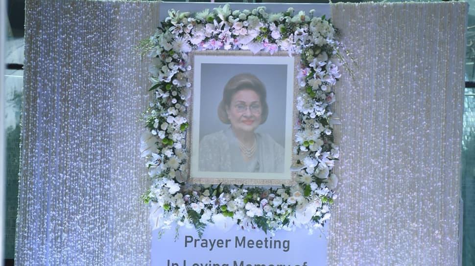 Bollywood stars, others attend Krishna Raj Kapoor's prayer meet