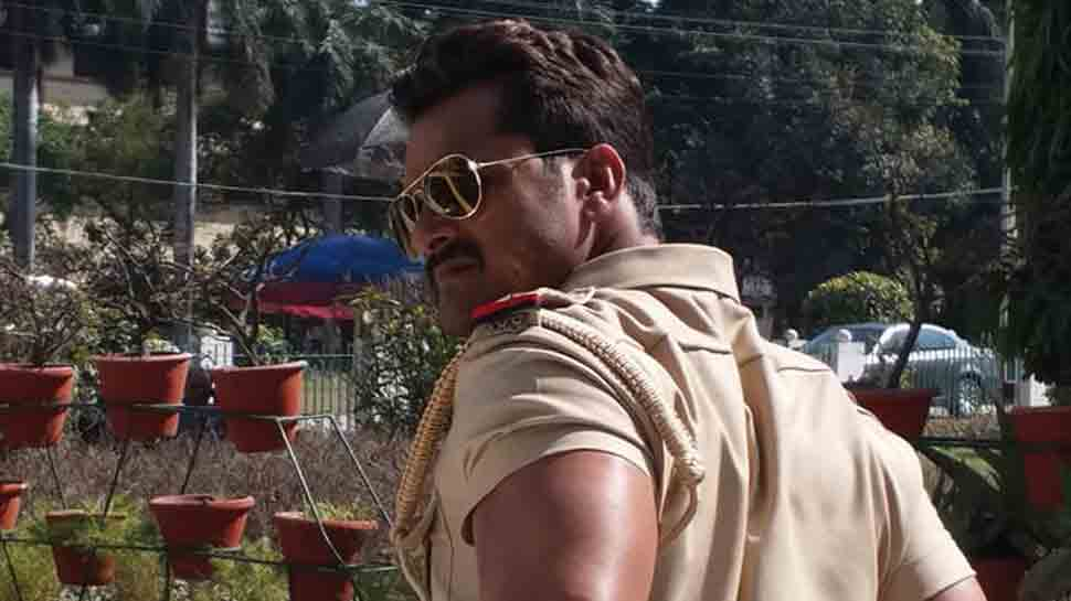 Have you seen these photos of Bhojpuri superstar Khesari Lal Yadav from sets of Dabang Sarkar?