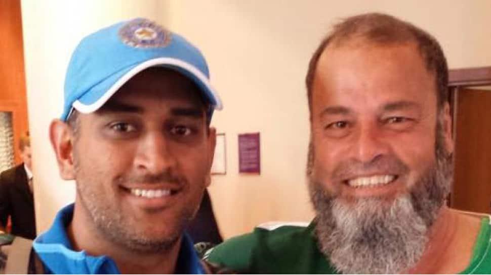 Asia Cup 2018 Final: Dhoni gifted Pakistan fan Bashir Chacha an Indian jersey