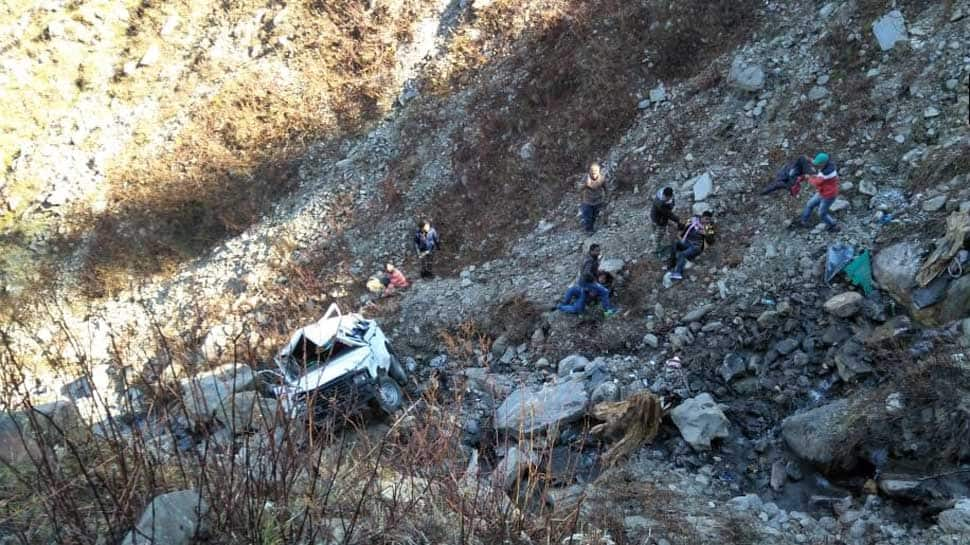 Himachal Pradesh: 1 dead, 9 injured after vehicle falls into gorge