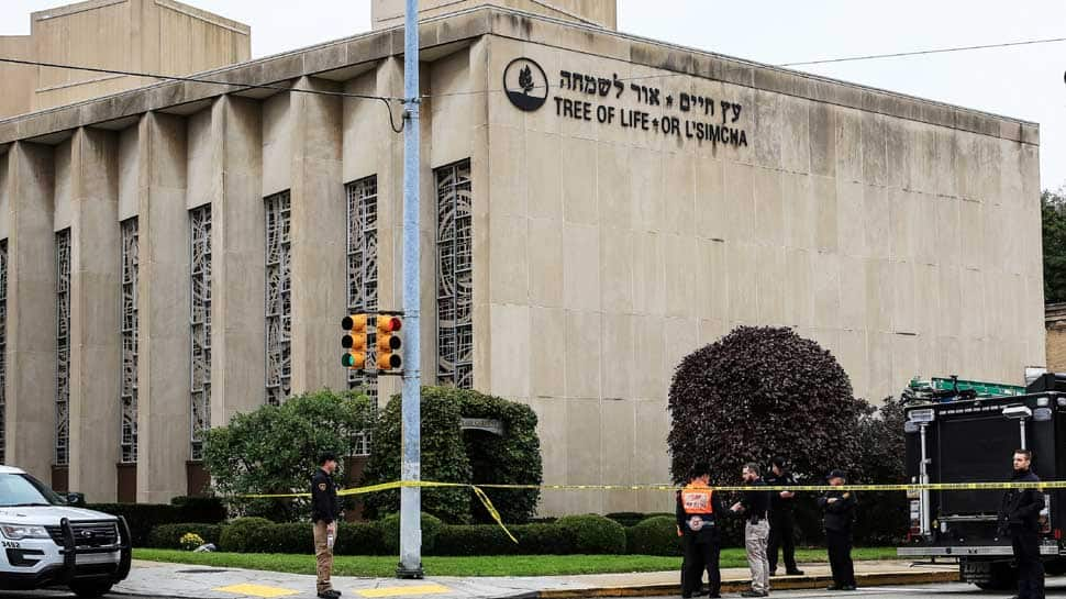 11 killed in Pittsburgh synagogue mass shooting, Donald Trump vows death penalty