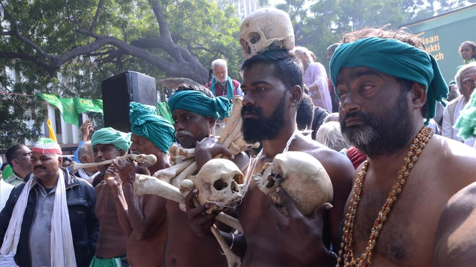 Ayyakannu-led farmers stage nude protest at Kisan rally