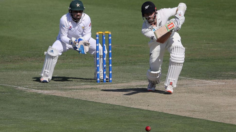 Kane Williamson holds up Yasir Shah as New Zealand limp to 229-7 against Pakistan