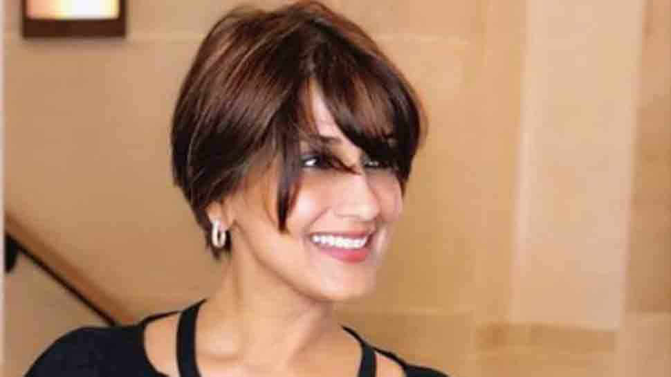 Sonali Bendre beams with joy as she returns to 'motherland'