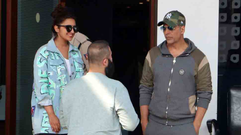 Akshay Kumar spotted with 'Kesari' co-star Parineeti Chopra at private airport — Pics