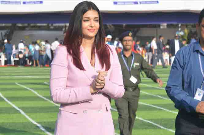 Aishwarya Rai Bachchan encourages differently-abled kids, rocks pink pant-suit like a pro