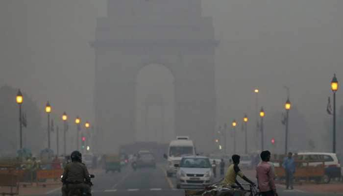 Cold morning in Delhi, minimum temperature dips to 5 degree Celsius