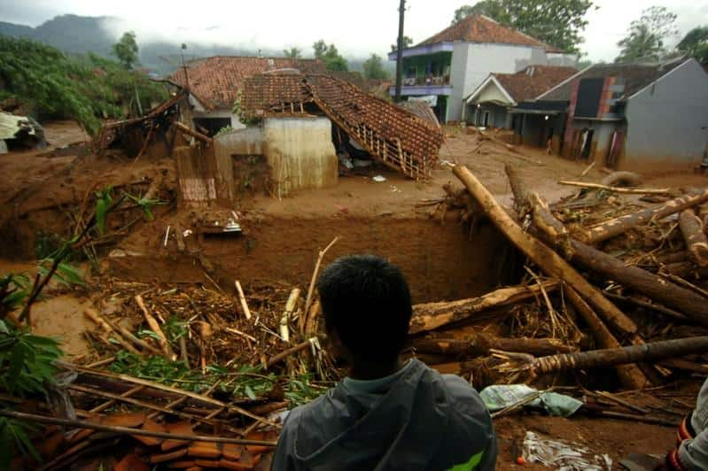 15 killed in Indonesia landslide