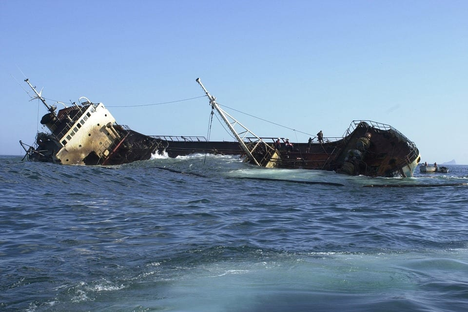 One killed, 10 missing in shipwreck in China