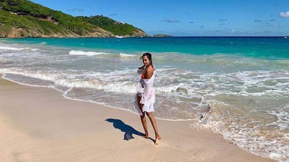 Lisa Haydon turns up the heat in a bikini-See pic