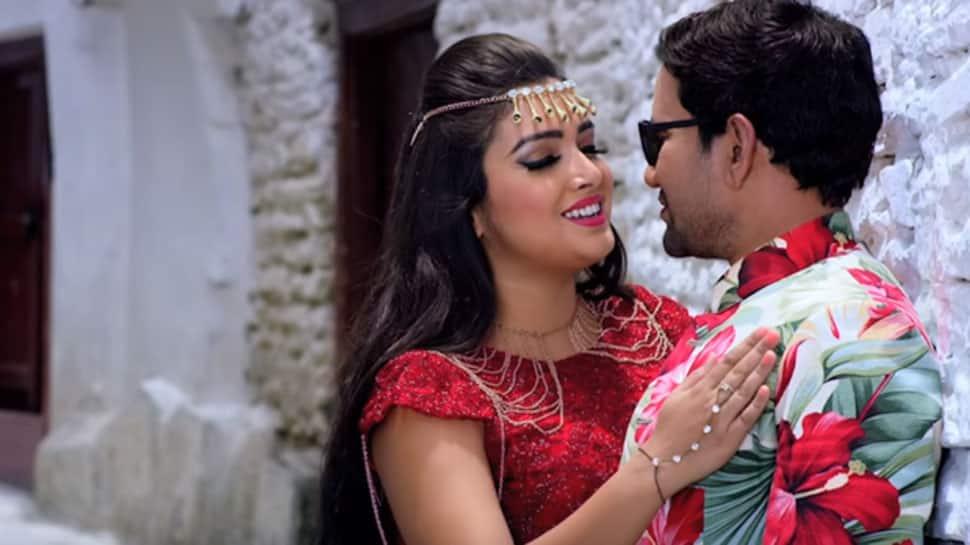 Amrapali Dubey-Dinesh Lal Yadav aka Nirahua's romantic song 'Chehra Tohar' from 'Nirahua Chalal London' out—Watch