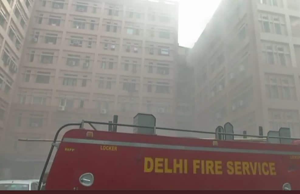 New Delhi: Fire breaks out at CGO Complex in Pragati Vihar, fire tenders rush to spot