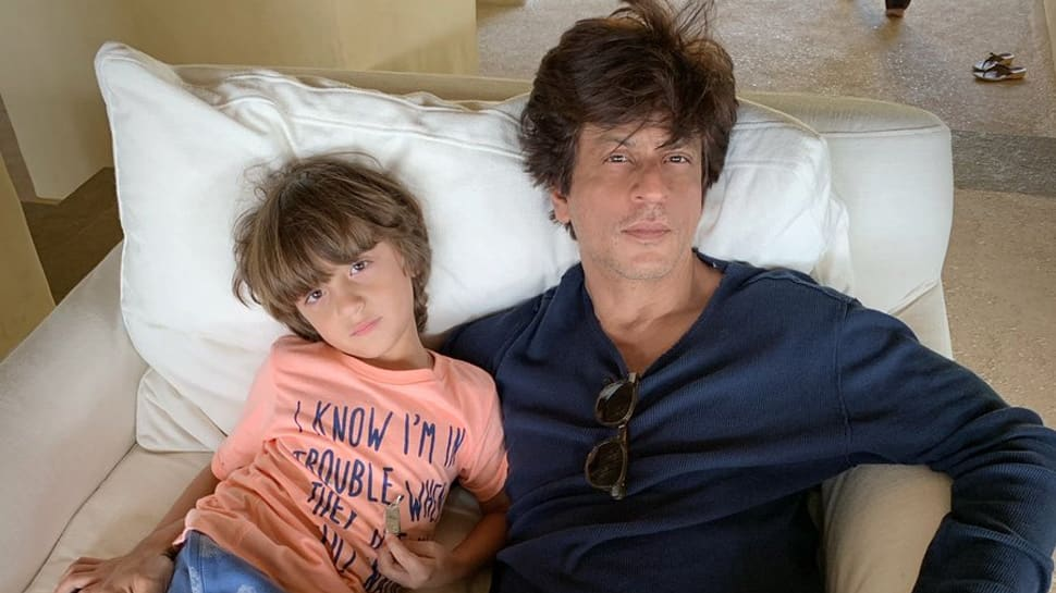 Shah Rukh Khan's pic with son AbRam will give you lazy Sunday vibes