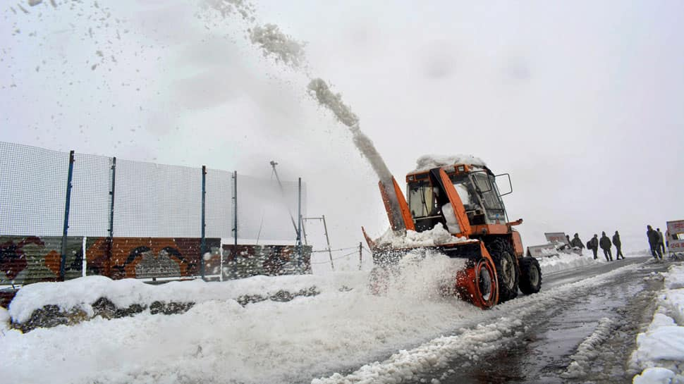 Snow halts flights at Srinagar airport