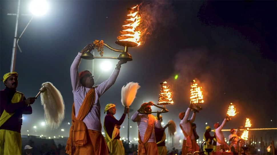 Thousands take a holy dip at Kumbh on 'Paush Poornima'