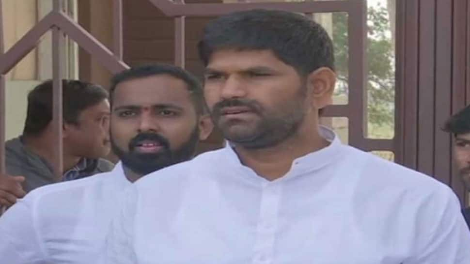 Karnataka Congress MLA JN Ganesh, who allegedly assaulted legislator Anand Singh, suspended from party
