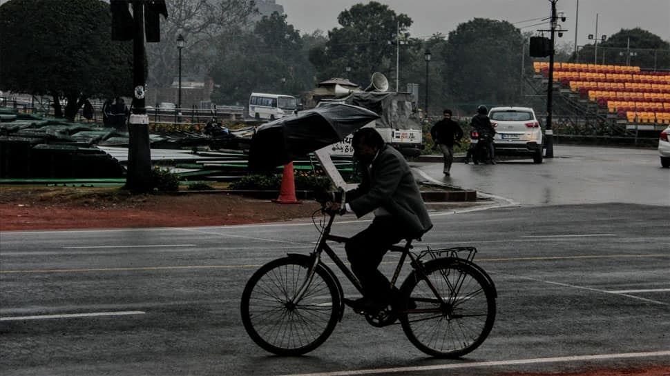 Rain, thunderstorm lash Delhi-NCR region, two dead