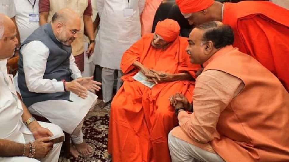 Devotees throng Sree Siddaganga math to pay tribute to Lingayat seer Shivakumara Swami, last rites at 4.30 pm on Tuesday