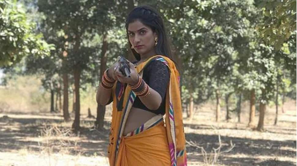 Sultry Poonam Dubey takes aim with a rifle-See pic
