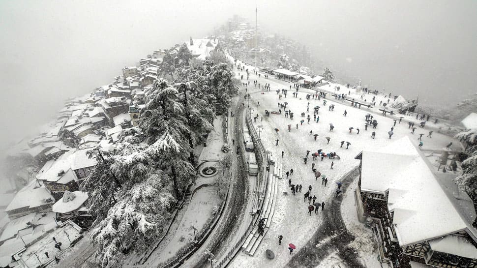 North India hit by heavy snowfall, rains; avalanche claims 2 lives in J&K