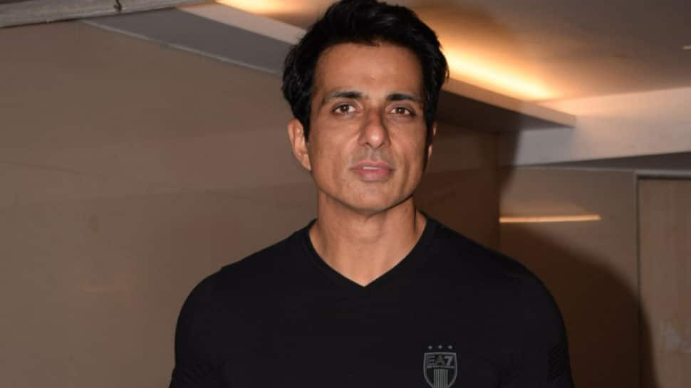 Not being part of 'Manikarnika: The Queen Of Jhansi' will always bother me, says Sonu Sood