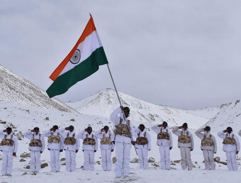 ITBP jawans celebrate Republic Day at 18,000 ft in freezing Ladakh ...