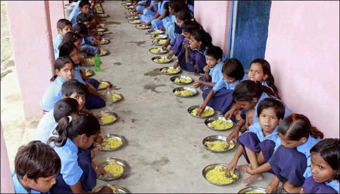 Maharashtra school serves students khichdi with snake