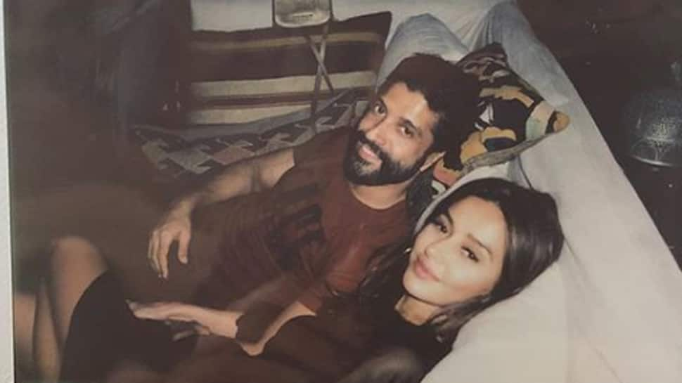 Farhan Akhtar's little love note for girlfriend Shibani Dandekar spills romance—See pic