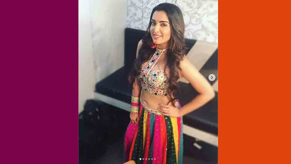Aamrapali Dubey's latest picture will remind you of Madhuri Dixit's look from 'Ek Do Teen' song