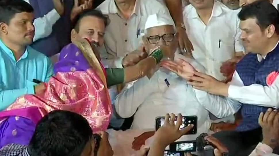 Anna Hazare breaks seven-day-long fast after marathon meeting with Maharashtra CM Devendra Fadnavis