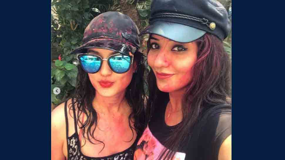 Bhojpuri sizzler Monalisa looks super hot as she wishes her BFF Puja Banerjee happy birthday