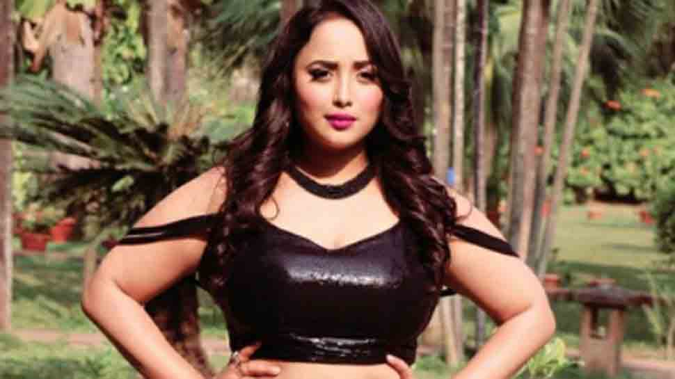 Bhojpuri actress Rani Chatterjee looks sizzling as she grooves to 'Rani Weds Raja' song