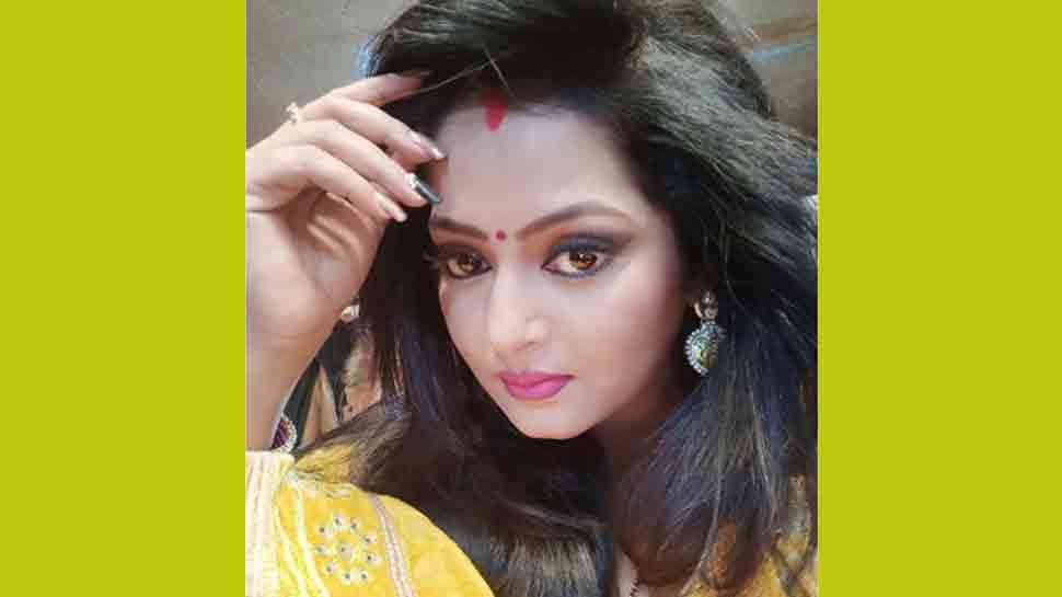 Bhojpuri hotcake Anjana Singh shares photo on Rose Day, looks ravishing