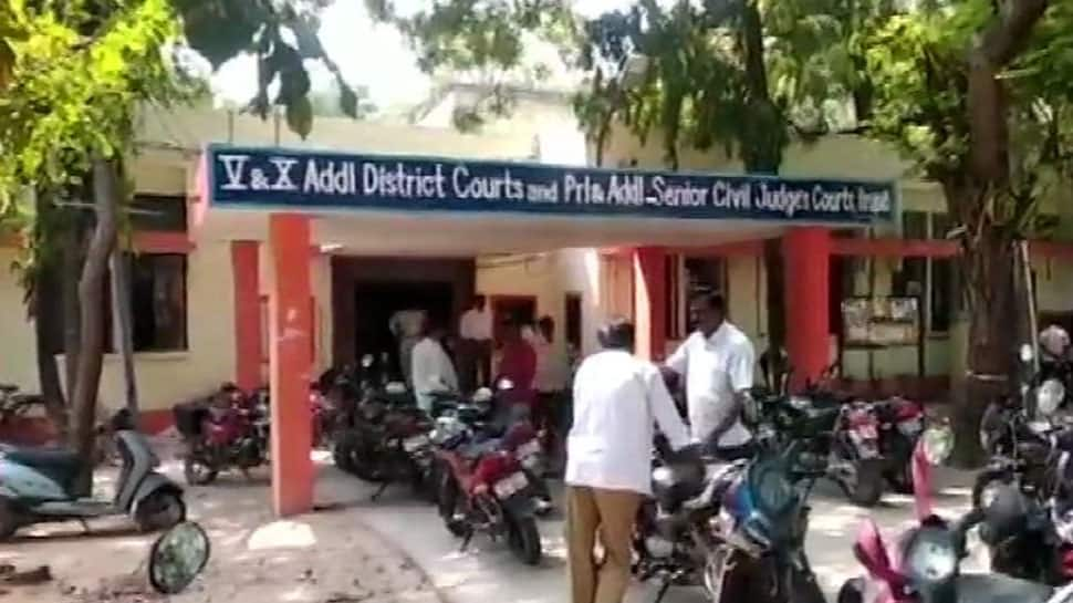 Andhra Pradesh: Nurse arrested after attempt to throw acid on ex-husband
