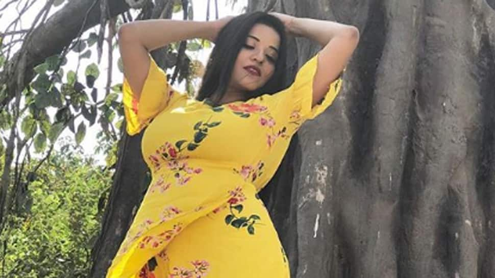 Monalisa looks stunning in this floral print dress—Pics